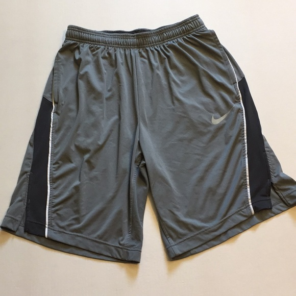 116b99b5ccea88 Nike men s large basketball shorts. M 5b6242691e2d2d9b15826393